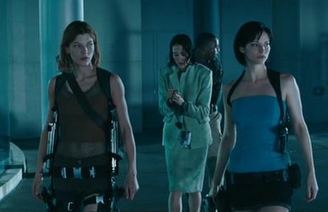 Milla Jovovich & Sienna Guillory - Resident Evil Apocalypse
